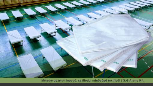 Bérelhető tábori ágy méretre gyártott textil lepedővel | G.G.Arche Kft.